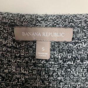 Banana Republic Sweaters - Banana Republic Heather Knit V Neck Sweater